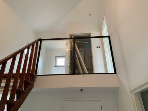Glazen panelen vide woonhuis