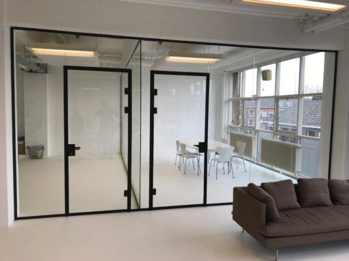 Glazen binnenwanden, kantoor